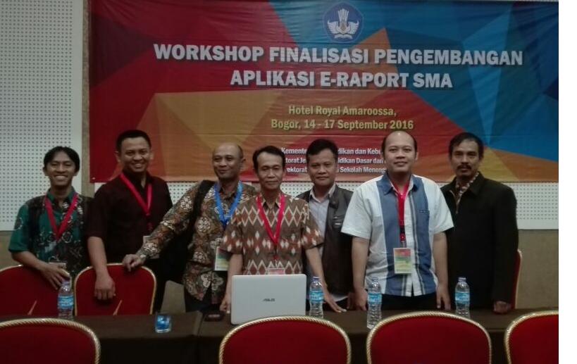 Foto bersama tim Pengembang Erapor
