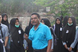 Drs. Priyo Wirihandoko beserta siswa XI-MPA dan XI-IPS