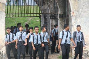 Siswa XI MIPA dan IPS di Beteng Pendem Ngawi