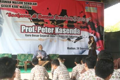 Prof. Peter Kasenda Guru Besar Ilmu Sejarah Univ 17 Agustus Jakarta