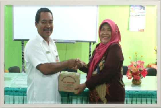 Pemberian Taliasih dari SMAN 3 Yogyakarta