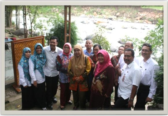 """Ramah tamah di rumah makan """" Pondok Caping Gunung"""" Kresek"""